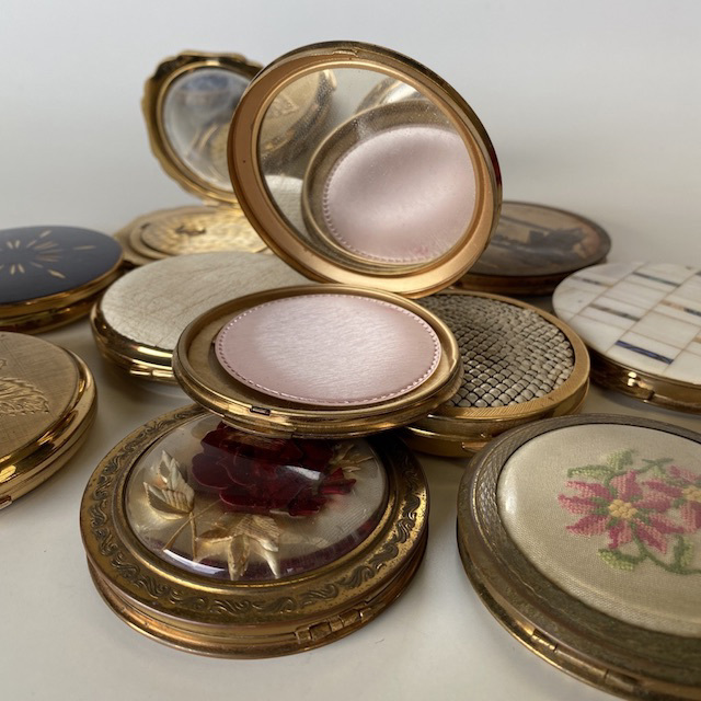 MAK0014 MAKE UP, Compact - Vintage Round $10
