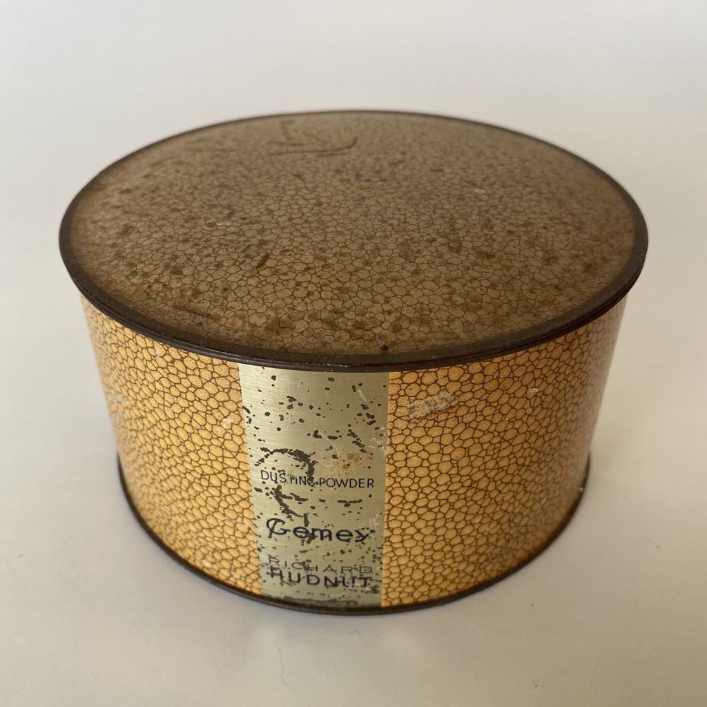 POW0021 POWDER TIN, Vintage Richard Hudnut $12.50