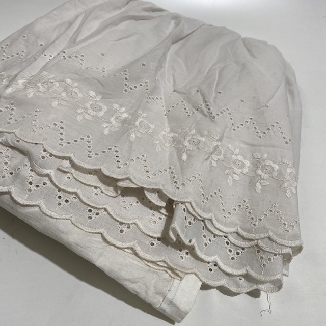 VAL0004 VALANCE, White Lace - Double $18.75