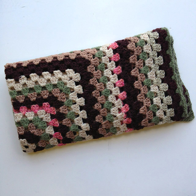 BLA0116, BLANKET (Throw), Crochet 1970 Brown Pink Green $12.50