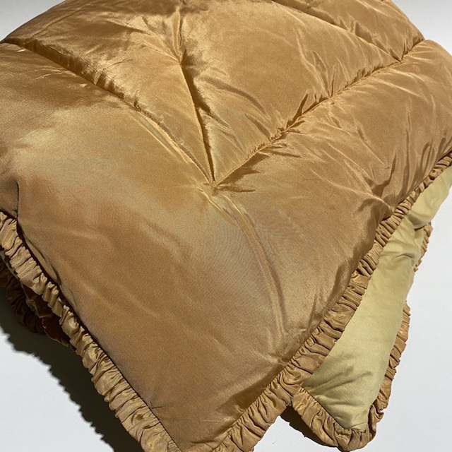 QUI0017 QUILT, Vintage Gold 2 Tone w Frill $22.50