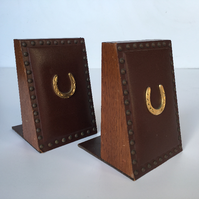 BOO0253 BOOK END (PAIR), Leather With Horse Shoe Detail $12.50