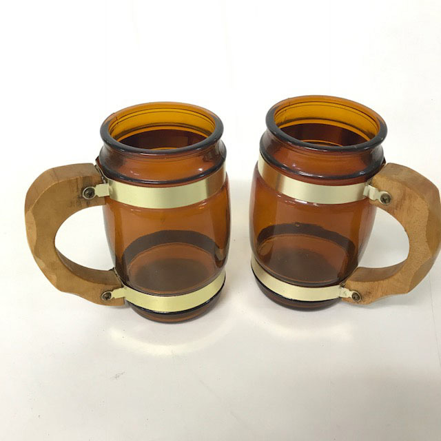 BEE0002 BEER STEIN, Amber Glass w Wooden Handle $3.75