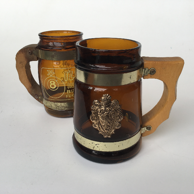 BEE0003 BEER STEIN, Amber Glass w Wooden Handle & Gold $3.75