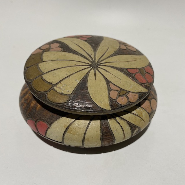 BOX0127 BOX, 1940's Round Floral Inlay Trinket or Jewel $12.50