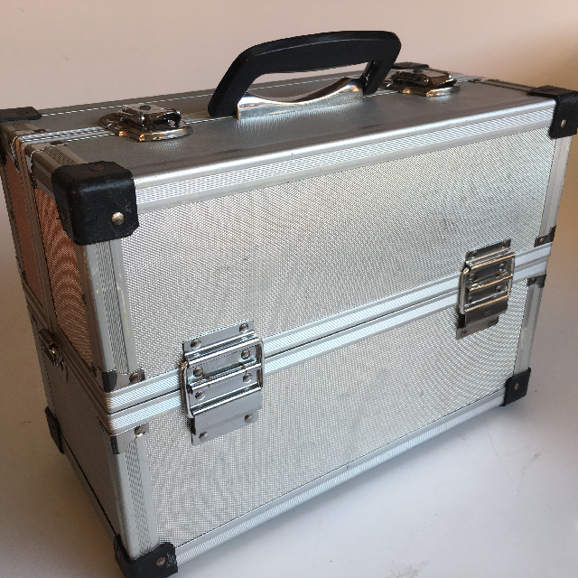 CAM0079 CAMERA CASE, Silver Hardcase w Photographic Props - Expanding $25 (Closed View)