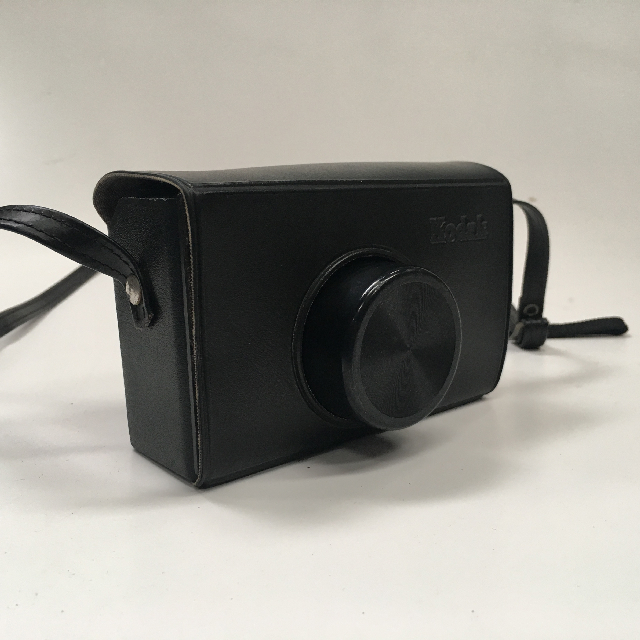 CAM0008 CAMERA, Instant Camera - Kodak Instamatic 133 $12.50 (Closed Case Detail)