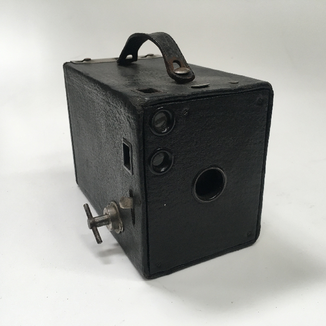 CAM0036 CAMERA, 1900s Vintage Brownie w Leather Casing - Medium $18.75
