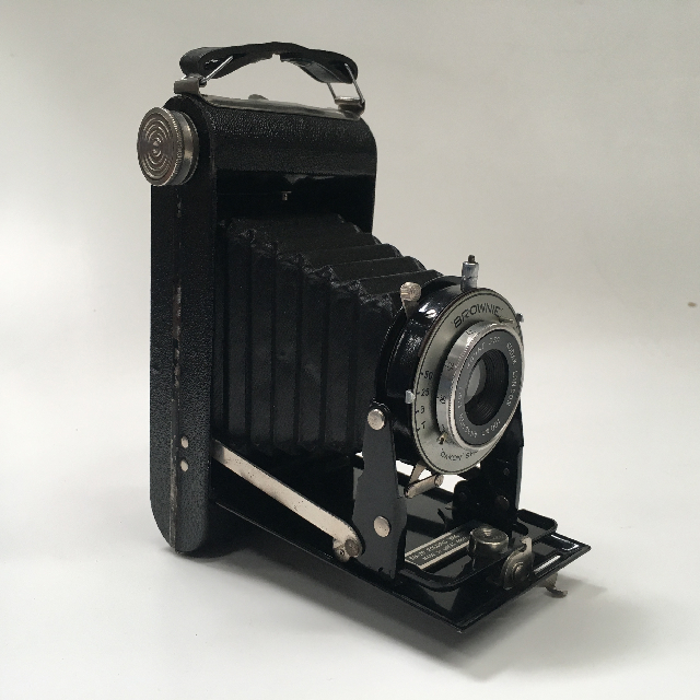 CAM0040 CAMERA, Vintage Folding Brownie 1920 - 1940 Kodak $22.50