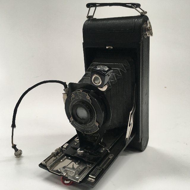 CAM0042 CAMERA, Vintage Folding Brownie 1920 - 1940 Kodak Eastman $22.50