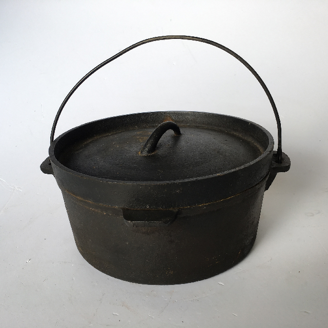 POT0003 POT, Round Cast Iron Black pot w Lid $18.75