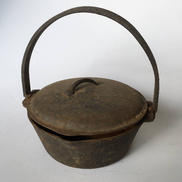 POT0004 POT, Round Cast Iron Pot w Lid $18.75