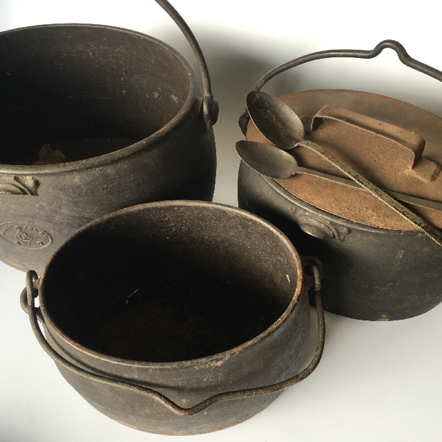 POT, Oval Cast Iron Large (POT0006) $22.50 & Medium (POT0007) $18.75