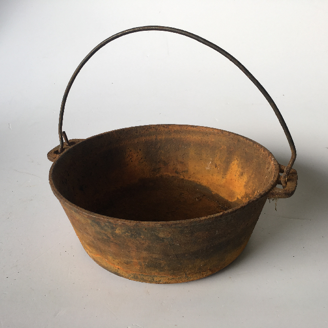 POT0011 POT, Large Rusted Round Pan w Handle $18.75