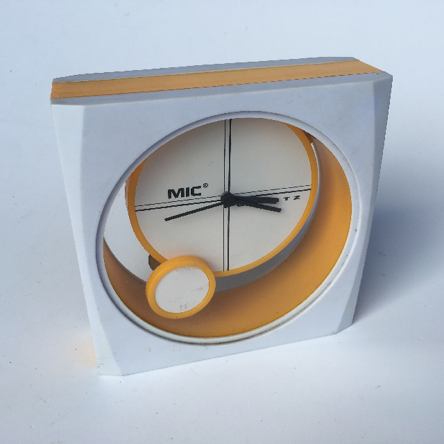 CLO0007 CLOCK, Alarm Novelty White Yellow MIC $4.50