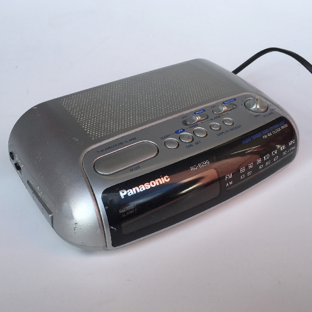CLO0038 CLOCK, Digital Clock Radio - Silver Panasonic $8.75
