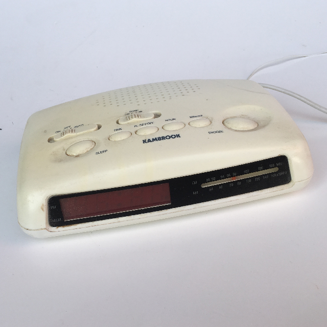 CLO0046 CLOCK, Digital Clock Radio - White Kambrook $8.75