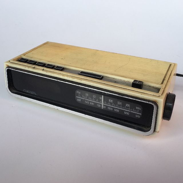CLO0048 CLOCK, Digital Clock Radio - Yellowed $8.75