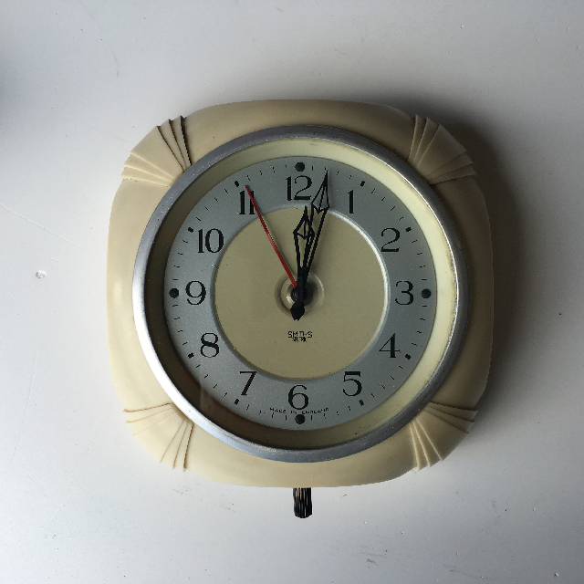 CLO0081 CLOCK, Wall Mount - 1940s Cream Bakelite Smiths $18.75