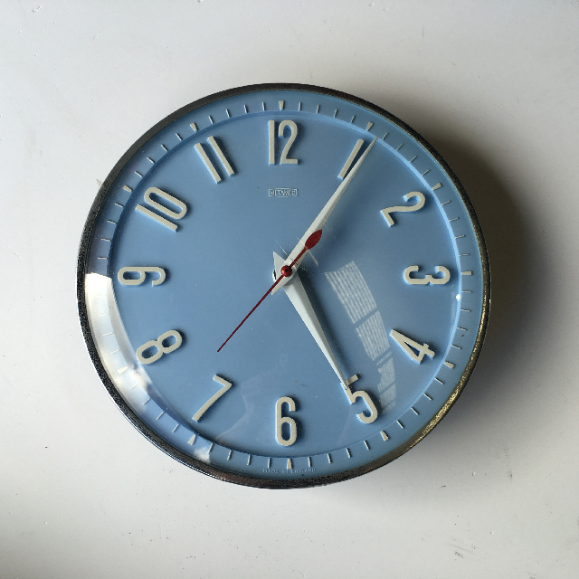 CLO0082 CLOCK, Wall Mount - 1950s Blue w Cracked Face $12.50