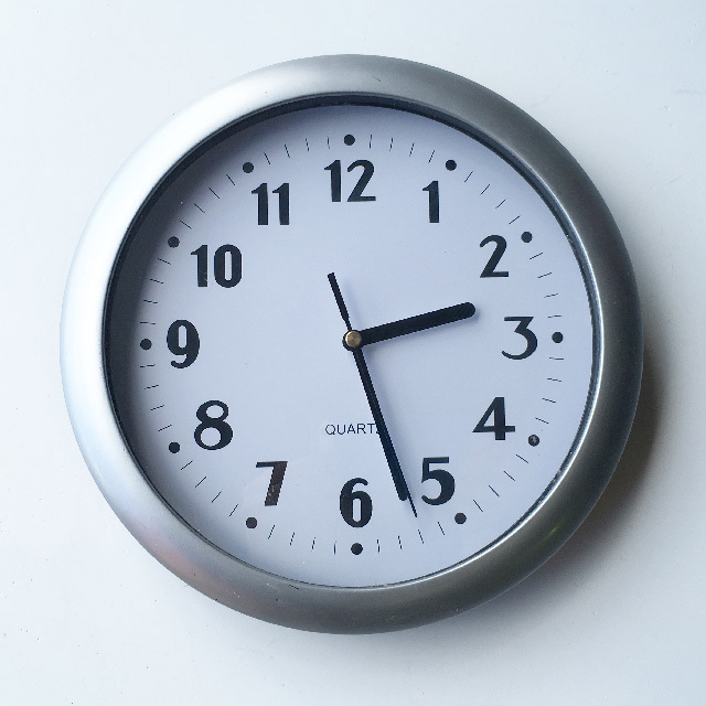 CLO0103 CLOCK, Wall Mount - Contemporary Silver Quartz $7.50
