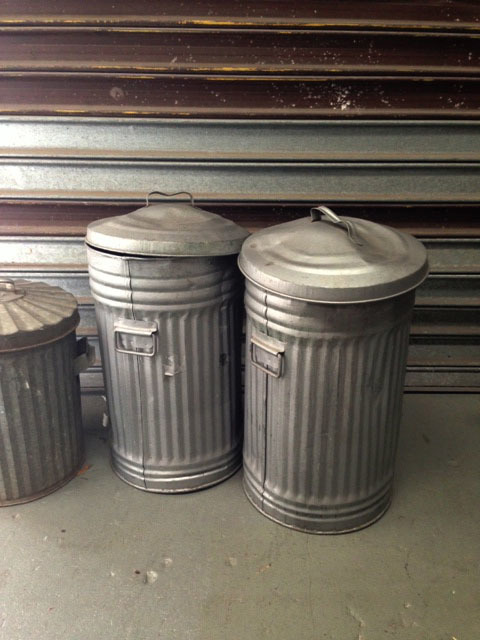 GAR0102 GARBAGE CANS, Metal Bin - Narrow USA style w Lid $30