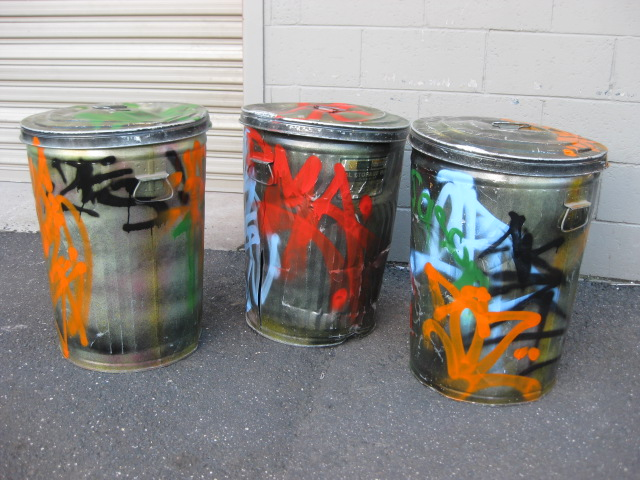 GAR0100 GARBAGE BIN, Metal Bin w Graffiti and Lid $30