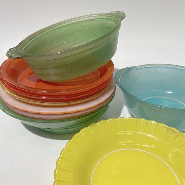 BAK0007 BAKING DISH, 1950's Coloured Pyrex Bowl, Plate or Dish $6.25