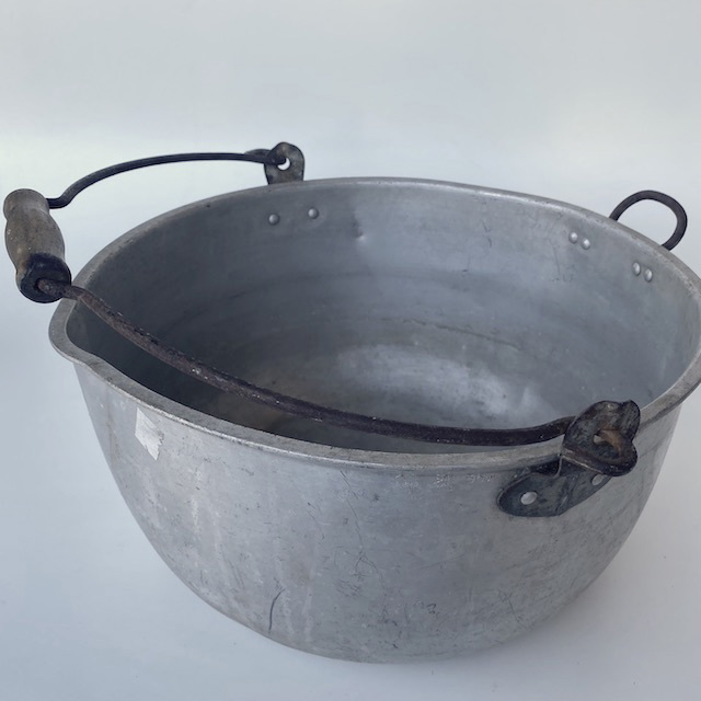 POT0211 POTS n PANS, Aluminium Stock Pot w Wooden Handle - Large $10