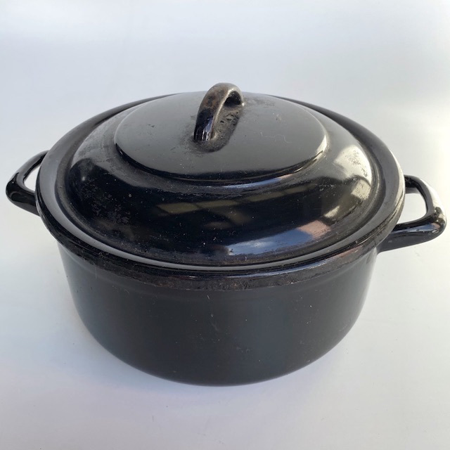 POT0165 POTS n PANS, Black Enamel Stock or Casserole Pot $10