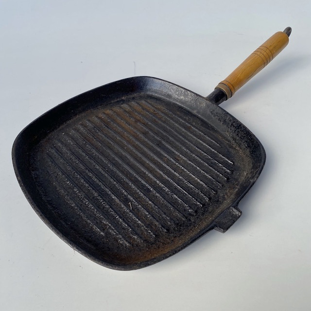 POT0179 POTS n PANS, Frypan - Steel Griddle w Wooden Handle $10