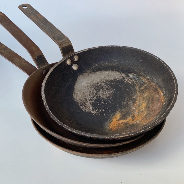 POT0180 POTS n PANS, Frypan Cast Iron (Medium) $7.50