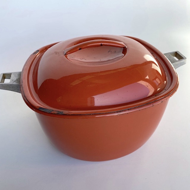 POT0198 POTS n PANS, Rust Red Enamel Stock or Casserole Pot $7.50