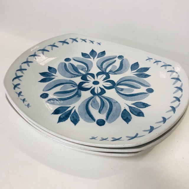 PLA0164 PLATE, 1960's Blue White Floral $3
