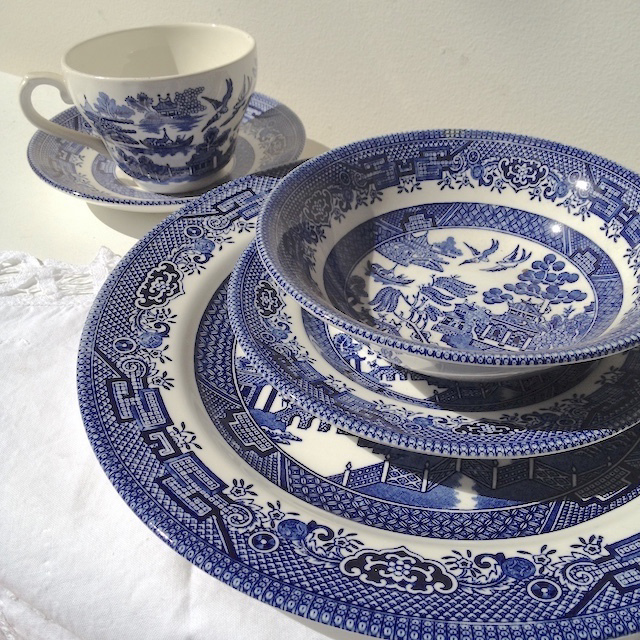 DIN0041 DINNERWARE, Vintage Blue and White Willow $5