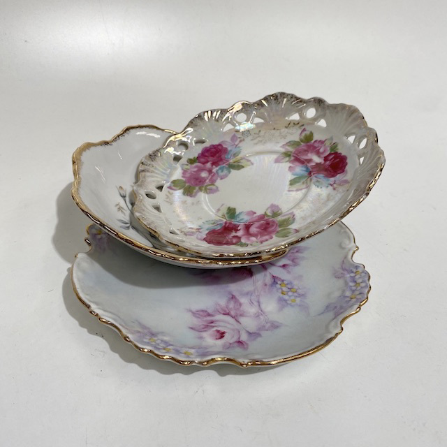 PLA0187 PLATE, Vintage Lace Edge or Decorative - Floral w Gold Rim (small) $5