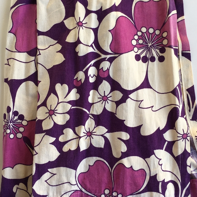 CUR0017 CURTAIN, 1970s Puple White Floral $25