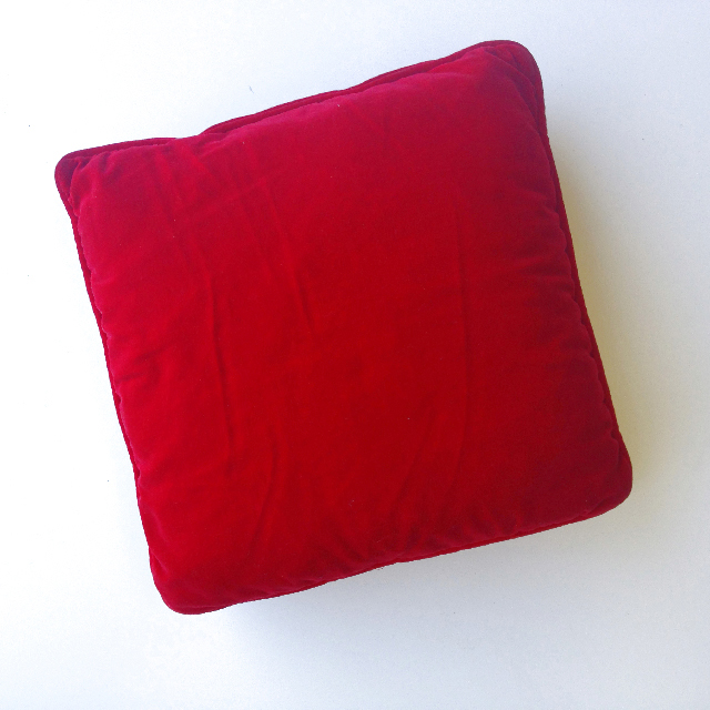 CUS0193 CUSHION, Red Velvet w Piping 30cm $10