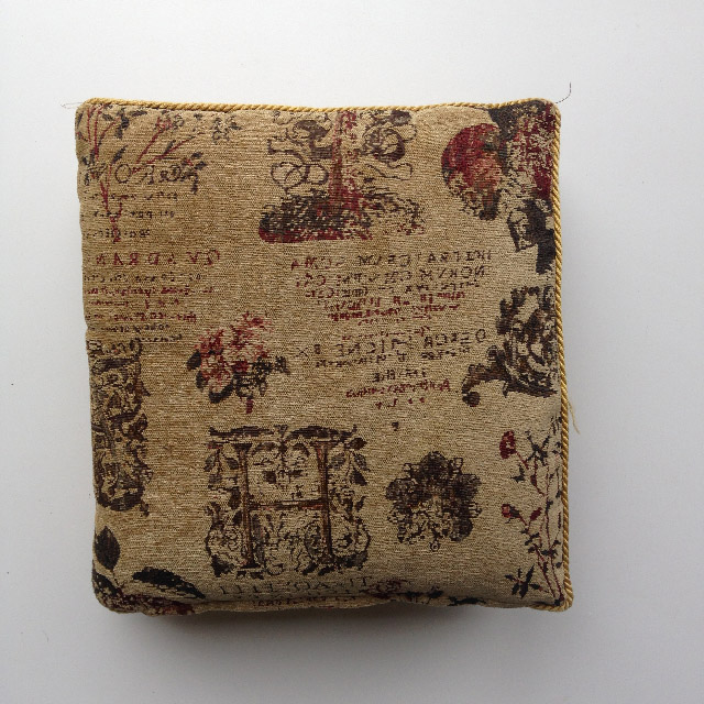 CUS0208 CUSHION, Tapestry - Floral H $10