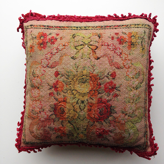 CUS0224 CUSHION, Victorian Floral - w Pink Fringe $15