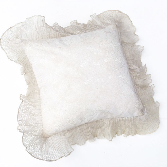 CUS0226 CUSHION, White w Frill (Small) $6.25