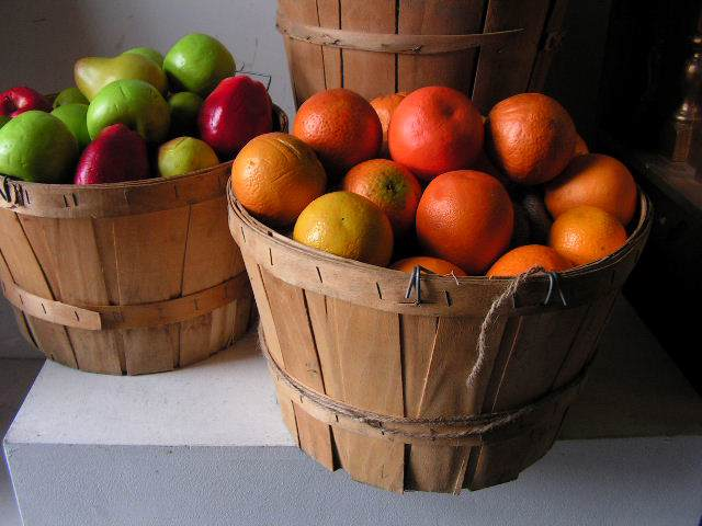 BAS0100 BASKET, Bushell - Aged $11.25 (with Optional Fruit)