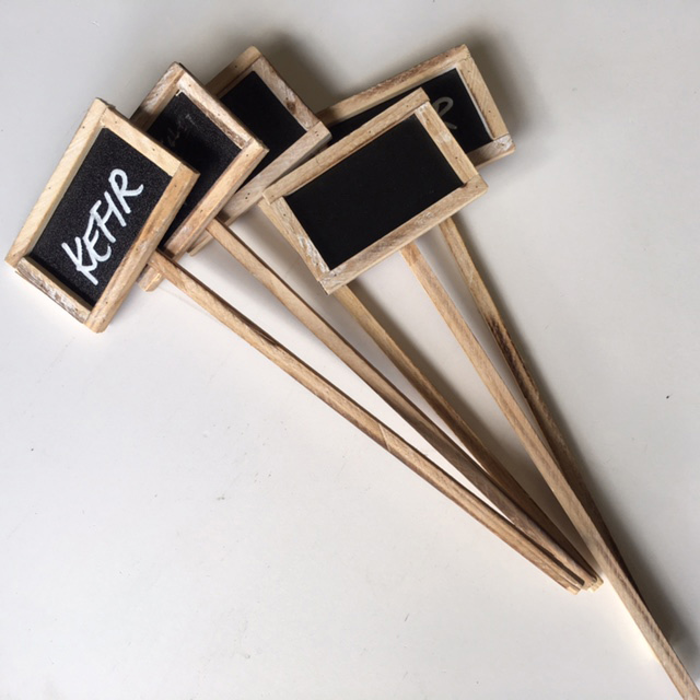 BLA0010 BLACKBOARD, Sticks 9cm Wide $2
