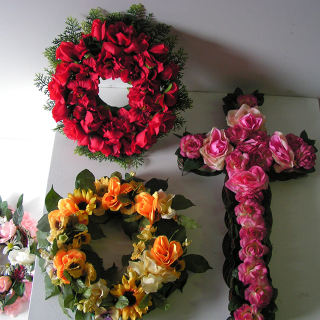 WRE0001 WREATH, Funeral - Assorted $18.75