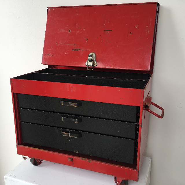 TOO0038 TOOL BOX, Small Red Multi Drawer on Wheels $20