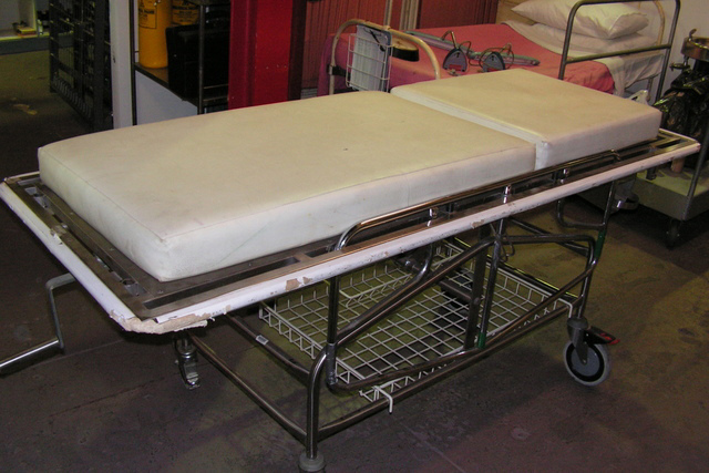 GUR0001 GURNEY, Hospital Bed w White Vinyl Mattress (Does not go up and down) $187.50