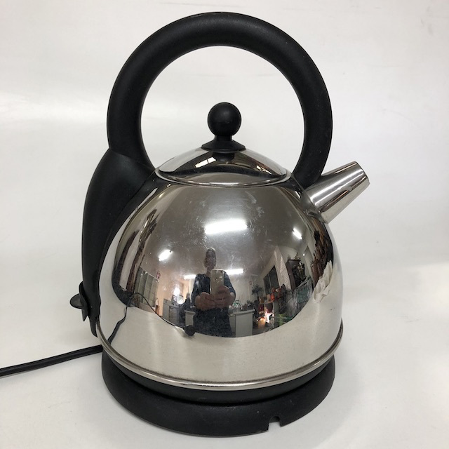 KET0024 KETTLE, Electric Cordless Chrome Black $10