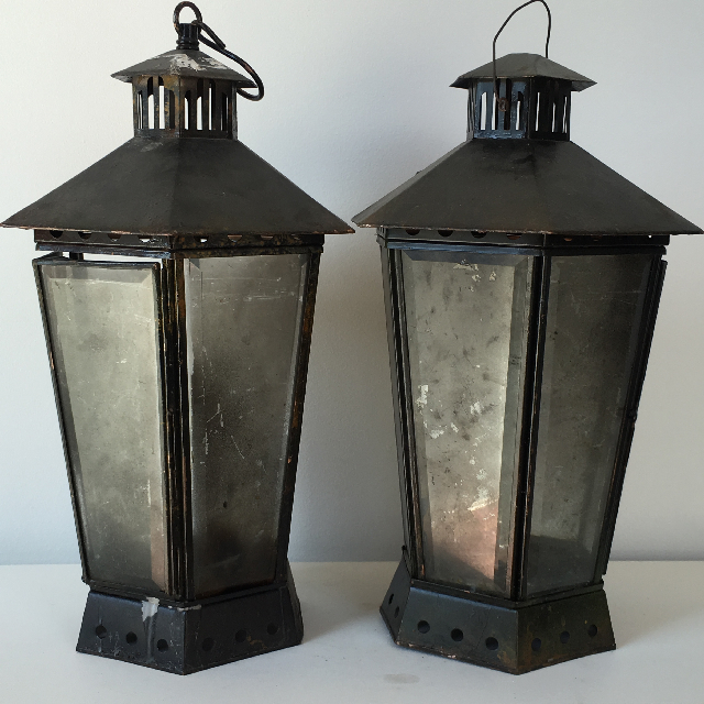 LAN0003 LANTERN, Blackened Coach Light $20