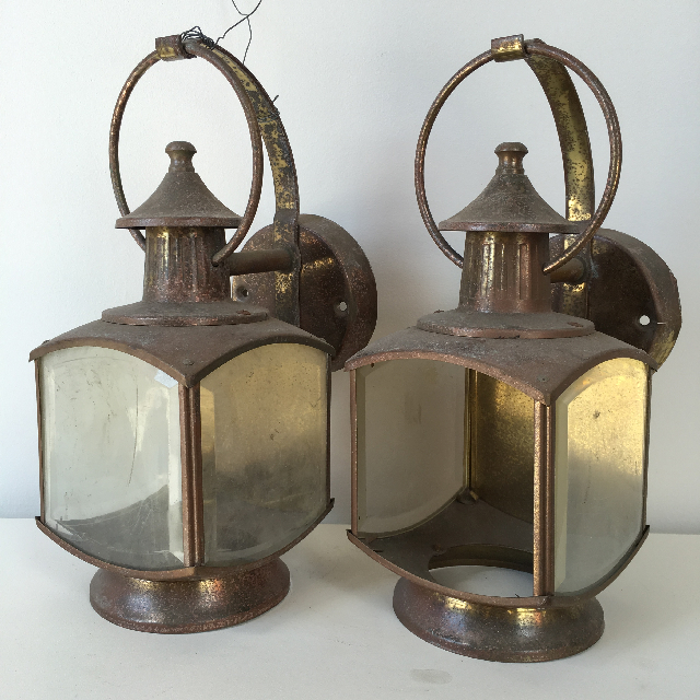 LAN0004 LANTERN, Brass Coach Light - Wall Mount $18.75