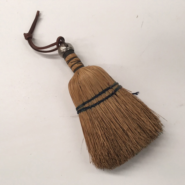 BRU0003 BRUSH, Clothes Brush Vintage Mini Broom Head $6.25